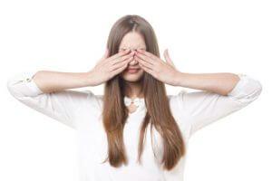 顔のむくみ解消に効果的なツボとマッサージ